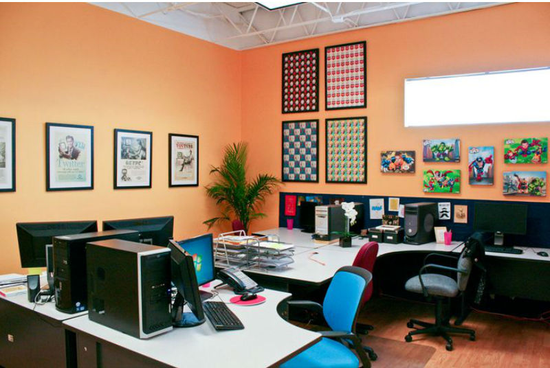 צבע כתום בהיר למשרד